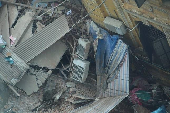 Sập nhà cũ ở Hà Nội, hai người tử vong dưới đống đổ nát ảnh 27