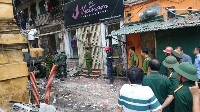 Sập nhà cũ ở Hà Nội, hai người tử vong dưới đống đổ nát ảnh 40