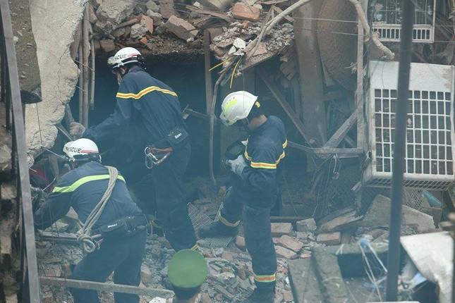 Sập nhà cũ ở Hà Nội, hai người tử vong dưới đống đổ nát ảnh 41