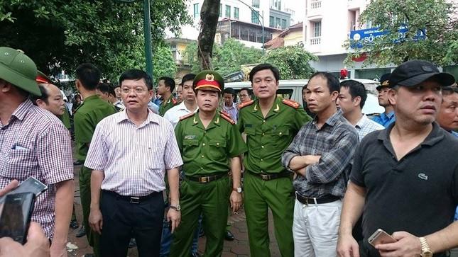 Sập nhà cũ ở Hà Nội, hai người tử vong dưới đống đổ nát ảnh 35