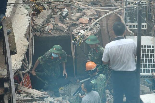 Sập nhà cũ ở Hà Nội, hai người tử vong dưới đống đổ nát ảnh 44