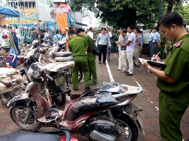 Sập nhà cũ ở Hà Nội, hai người tử vong dưới đống đổ nát ảnh 22