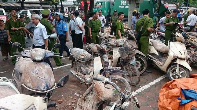 Sập nhà cũ ở Hà Nội, hai người tử vong dưới đống đổ nát ảnh 20