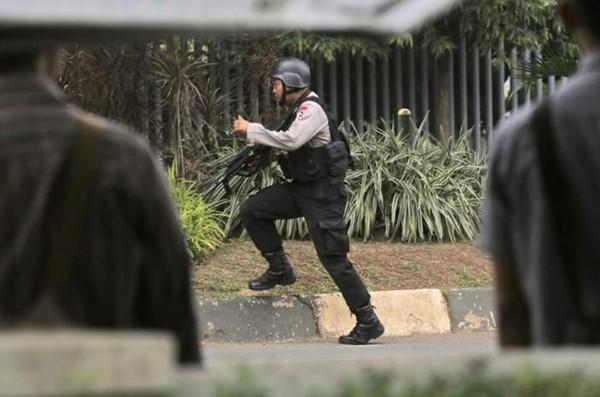 Tiêu diệt và bắt giữ 9 nghi phạm đánh bom rúng động Jakarta ảnh 6