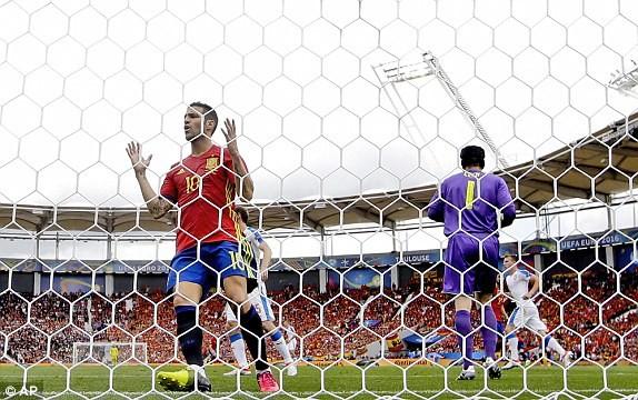 Tây Ban Nha vs CH Czech (1-0): Cứu tinh Pique ảnh 21