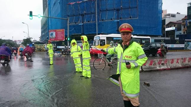 Nhiều khu vực Hà Nội ngập sâu sau bão ảnh 5