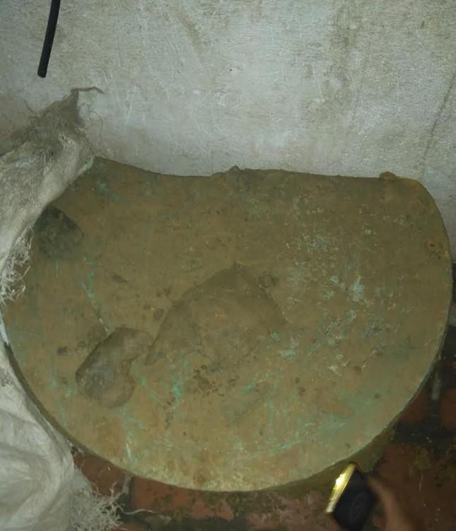 Phát hiện trống đồng 2.000 tuổi trong khu vực Thành nhà Hồ ảnh 1