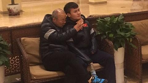 Thầy Park bá vai Quang Hải, xem Công Phượng khoe chân ảnh 2