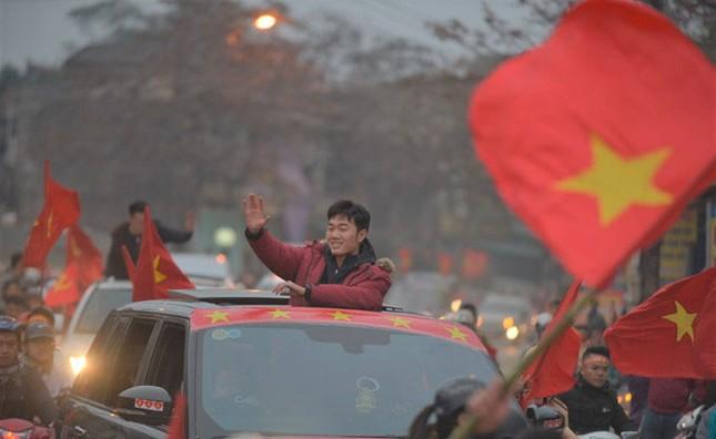 Thủ quân U23 Việt Nam được chào đón như người hùng ở quê nhà ảnh 6