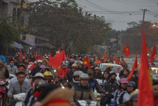 Thủ quân U23 Việt Nam được chào đón như người hùng ở quê nhà ảnh 3