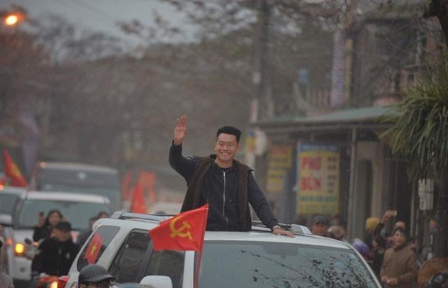 Thủ quân U23 Việt Nam được chào đón như người hùng ở quê nhà ảnh 2