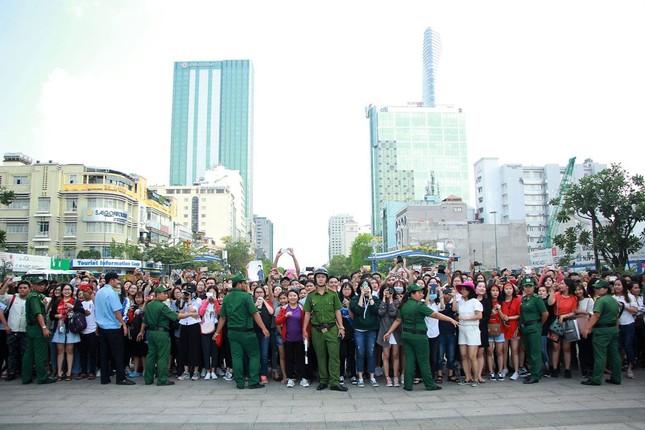 U23 Việt Nam làm lễ dâng hương tại tượng đài Bác Hồ ảnh 4