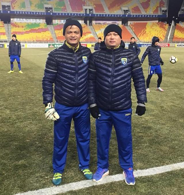 Thủ môn Bùi Tiến Dũng bị thầy 'bắt lỗi' ở giải U23 châu Á ảnh 1