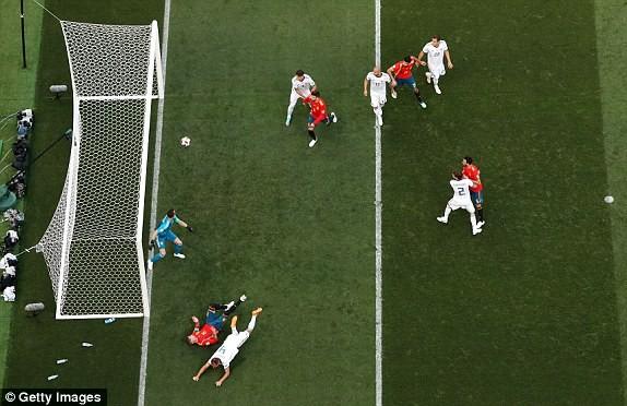 Thắng nghẹt thở Tây Ban Nha bằng 'đấu súng', Nga tiến vào tứ kết ảnh 14