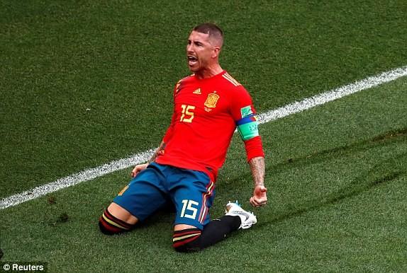 Thắng nghẹt thở Tây Ban Nha bằng 'đấu súng', Nga tiến vào tứ kết ảnh 16