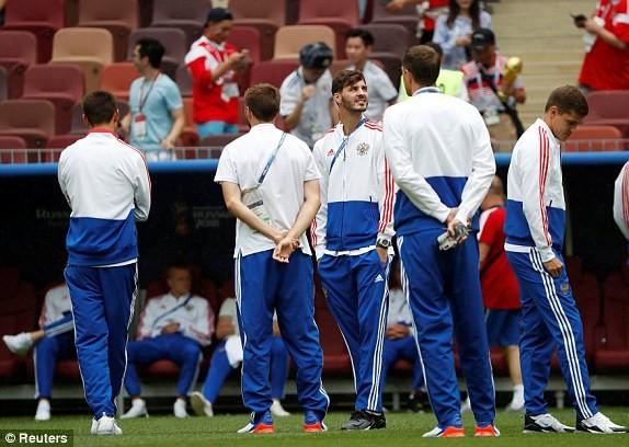 Thắng nghẹt thở Tây Ban Nha bằng 'đấu súng', Nga tiến vào tứ kết ảnh 8