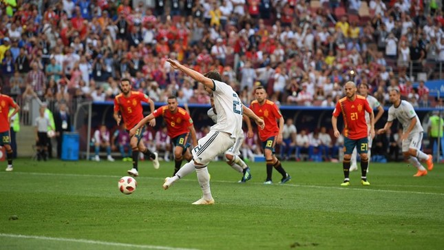 Thắng nghẹt thở Tây Ban Nha bằng 'đấu súng', Nga tiến vào tứ kết ảnh 20