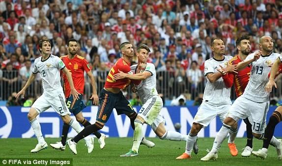 Thắng nghẹt thở Tây Ban Nha bằng 'đấu súng', Nga tiến vào tứ kết ảnh 32