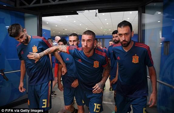 Thắng nghẹt thở Tây Ban Nha bằng 'đấu súng', Nga tiến vào tứ kết ảnh 11