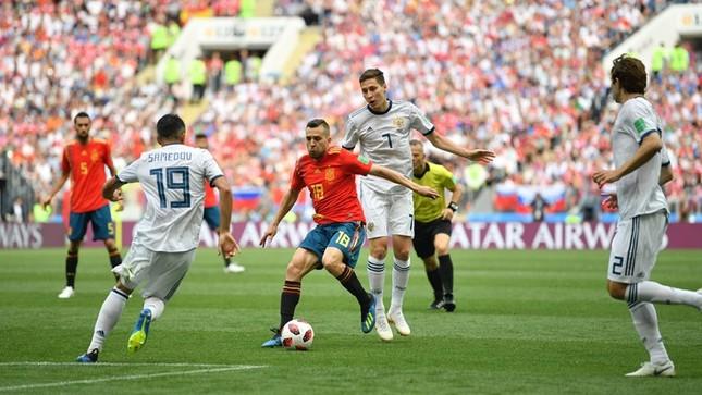 Thắng nghẹt thở Tây Ban Nha bằng 'đấu súng', Nga tiến vào tứ kết ảnh 12