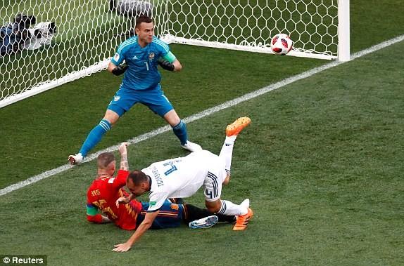 Thắng nghẹt thở Tây Ban Nha bằng 'đấu súng', Nga tiến vào tứ kết ảnh 13