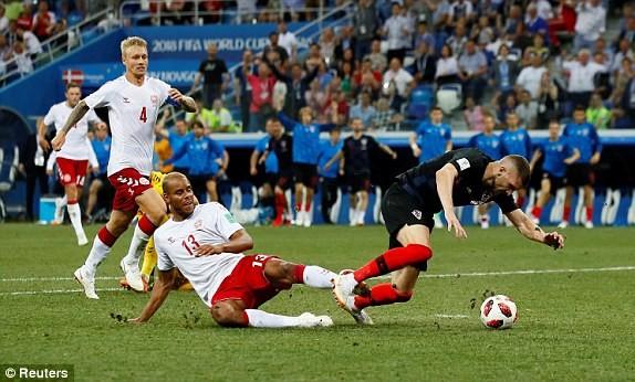 Croatia vào tứ kết sau trận thắng 'vỡ tim' trên chấm 11m ảnh 27
