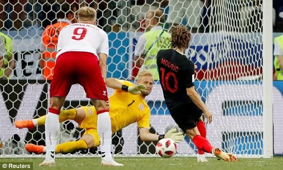 Croatia vào tứ kết sau trận thắng 'vỡ tim' trên chấm 11m ảnh 30