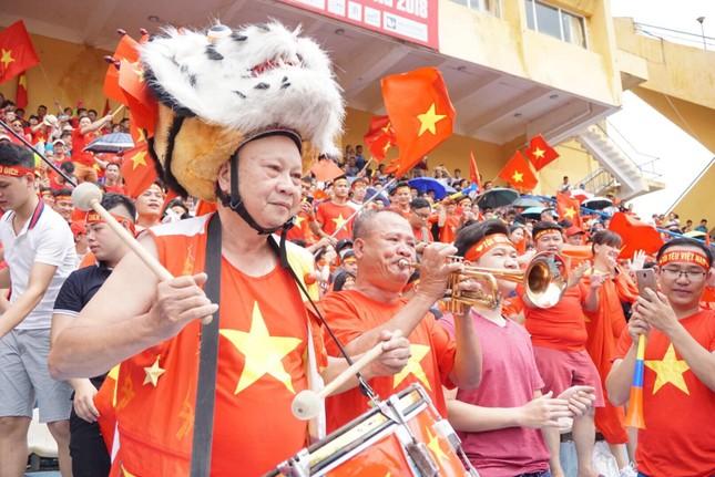 Cổ động viên tiếc nuối khi Việt Nam thua ở loạt penalty ảnh 23