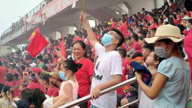 Cổ động viên tiếc nuối khi Việt Nam thua ở loạt penalty ảnh 34