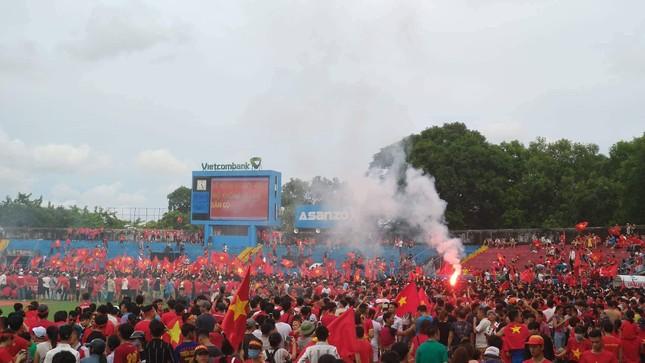 Cổ động viên tiếc nuối khi Việt Nam thua ở loạt penalty ảnh 35