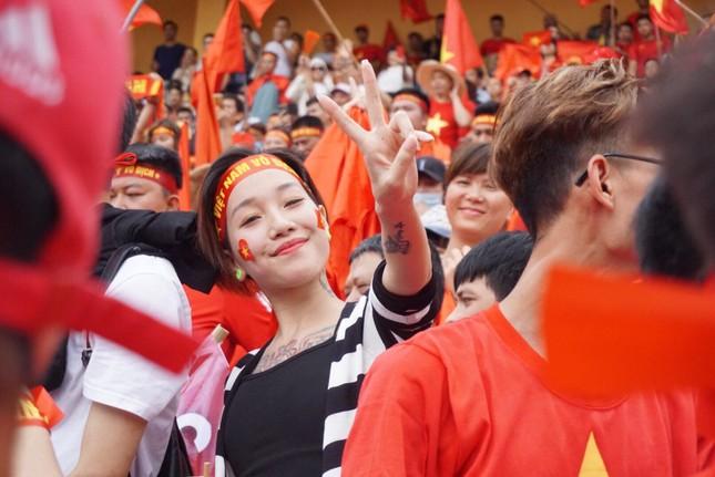 Cổ động viên tiếc nuối khi Việt Nam thua ở loạt penalty ảnh 25