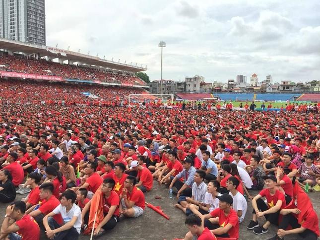 Cổ động viên tiếc nuối khi Việt Nam thua ở loạt penalty ảnh 37