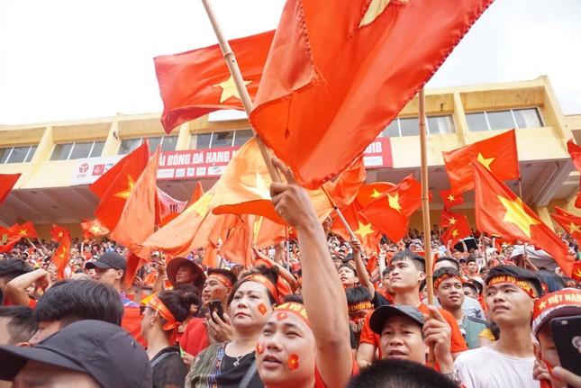 Cổ động viên tiếc nuối khi Việt Nam thua ở loạt penalty ảnh 26