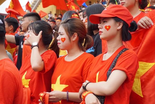Cổ động viên tiếc nuối khi Việt Nam thua ở loạt penalty ảnh 27