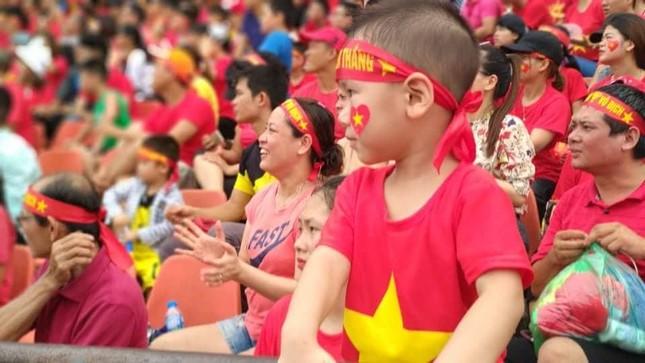 Cổ động viên tiếc nuối khi Việt Nam thua ở loạt penalty ảnh 38