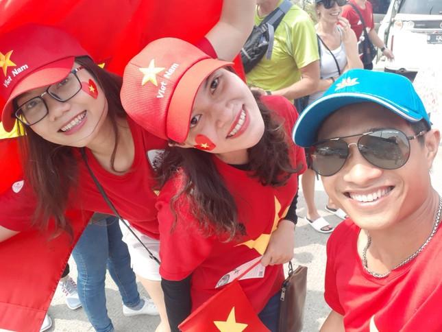 Rực rỡ sắc đỏ 'truyền lửa' cho Olympic Việt Nam ảnh 5