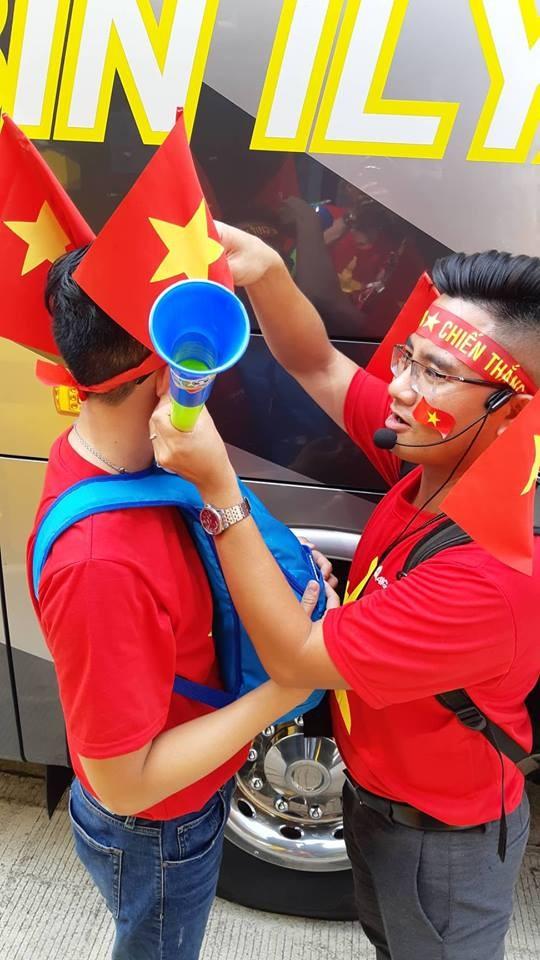 Rực rỡ sắc đỏ 'truyền lửa' cho Olympic Việt Nam ảnh 3