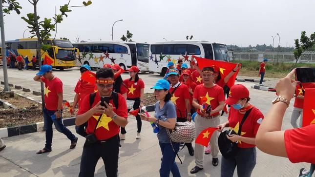 Rực rỡ sắc đỏ 'truyền lửa' cho Olympic Việt Nam ảnh 4