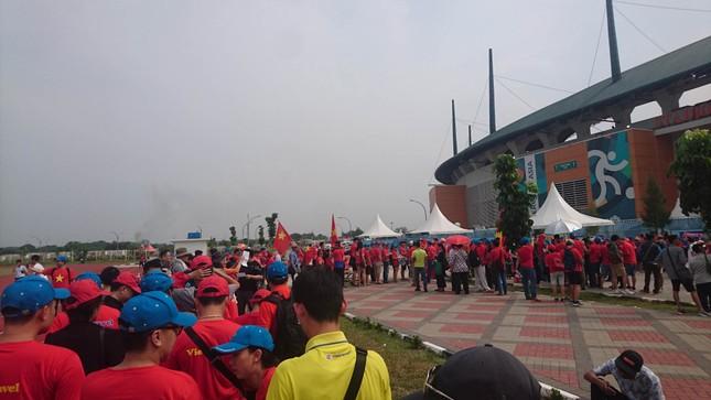 Rực rỡ sắc đỏ 'truyền lửa' cho Olympic Việt Nam ảnh 7