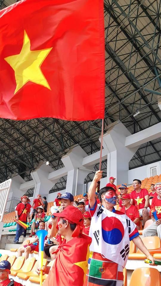 Rực rỡ sắc đỏ 'truyền lửa' cho Olympic Việt Nam ảnh 9