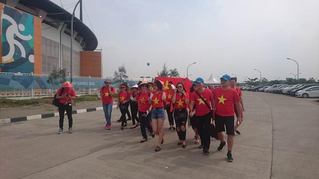 Rực rỡ sắc đỏ 'truyền lửa' cho Olympic Việt Nam ảnh 6