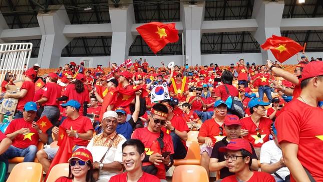 Cổ động viên tiếc nuối khi Việt Nam thua ở loạt penalty ảnh 19