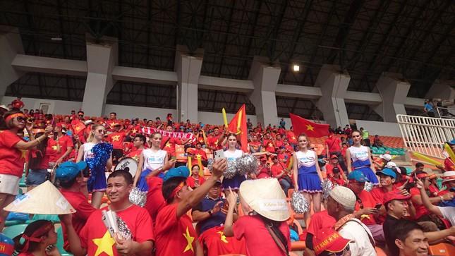 Cổ động viên tiếc nuối khi Việt Nam thua ở loạt penalty ảnh 20