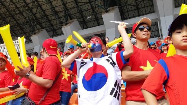 Cổ động viên tiếc nuối khi Việt Nam thua ở loạt penalty ảnh 29