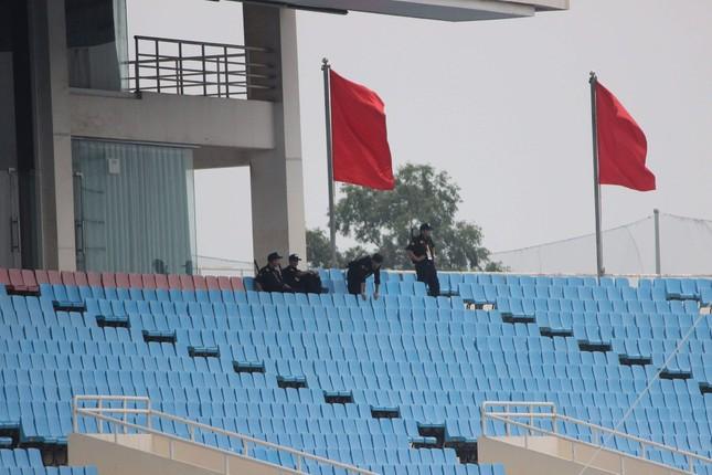 Olympic Việt Nam đã về tới sân bay Nội Bài ảnh 41