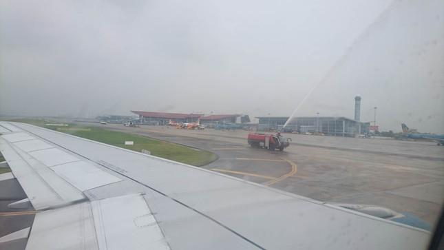 Olympic Việt Nam đã về tới sân bay Nội Bài ảnh 43