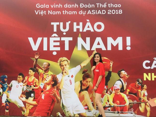 Olympic Việt Nam đã về tới sân bay Nội Bài ảnh 55