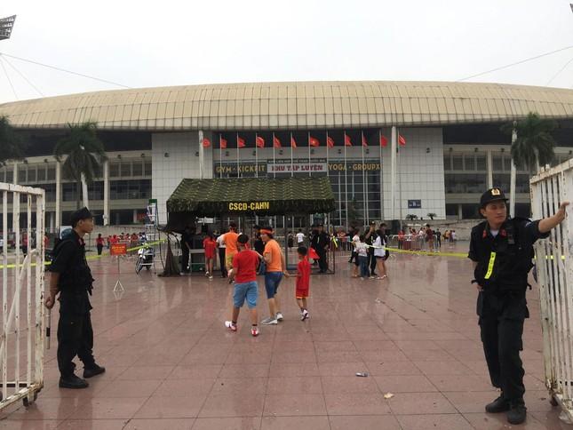 Olympic Việt Nam đã về tới sân bay Nội Bài ảnh 56
