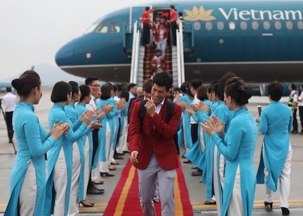 Olympic Việt Nam đã về tới sân bay Nội Bài ảnh 46