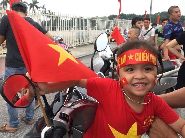 Olympic Việt Nam đã về tới sân bay Nội Bài ảnh 58